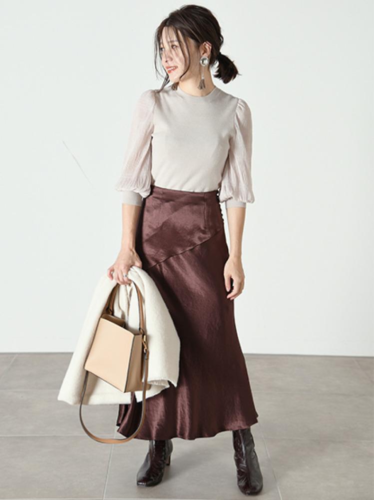 サイドボタンナローサテンスカート