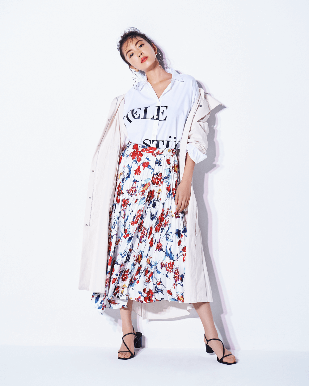 矢野未希子が着る、心が躍る大ぶりなフラワープリントのスカート │ FRAY I.D(フレイ アイディー)公式サイト